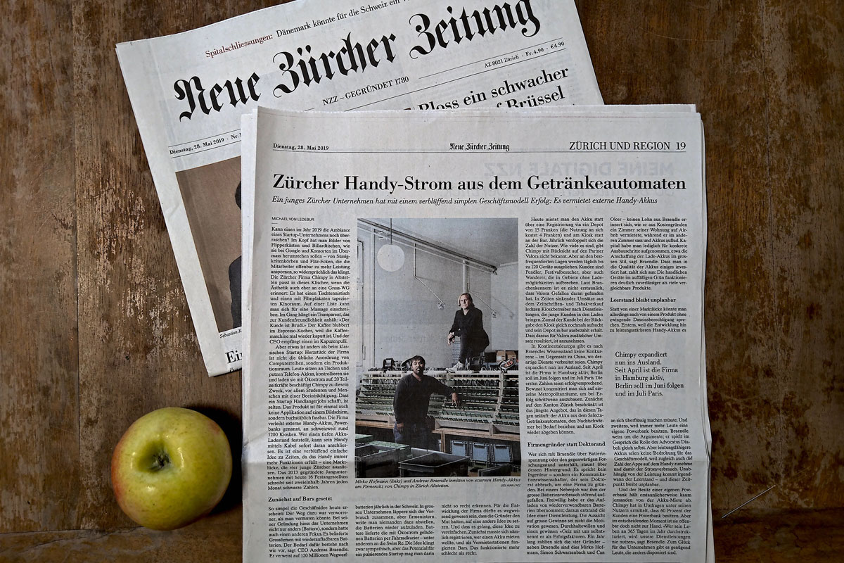 nzz-chimpy-im-getraenkeautomat-2019-1200-60
