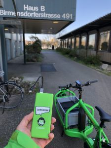 The delivery of Chimpy Powerbanks to the city hospital Triemli by Alex.